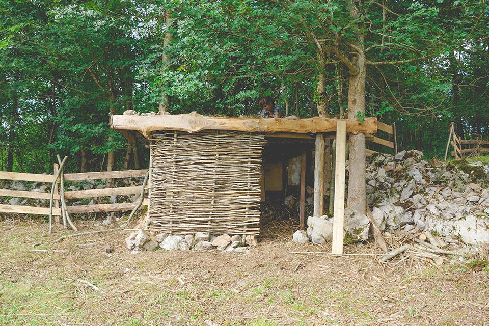 cabane en bois fait main. Black Bedroom Furniture Sets. Home Design Ideas
