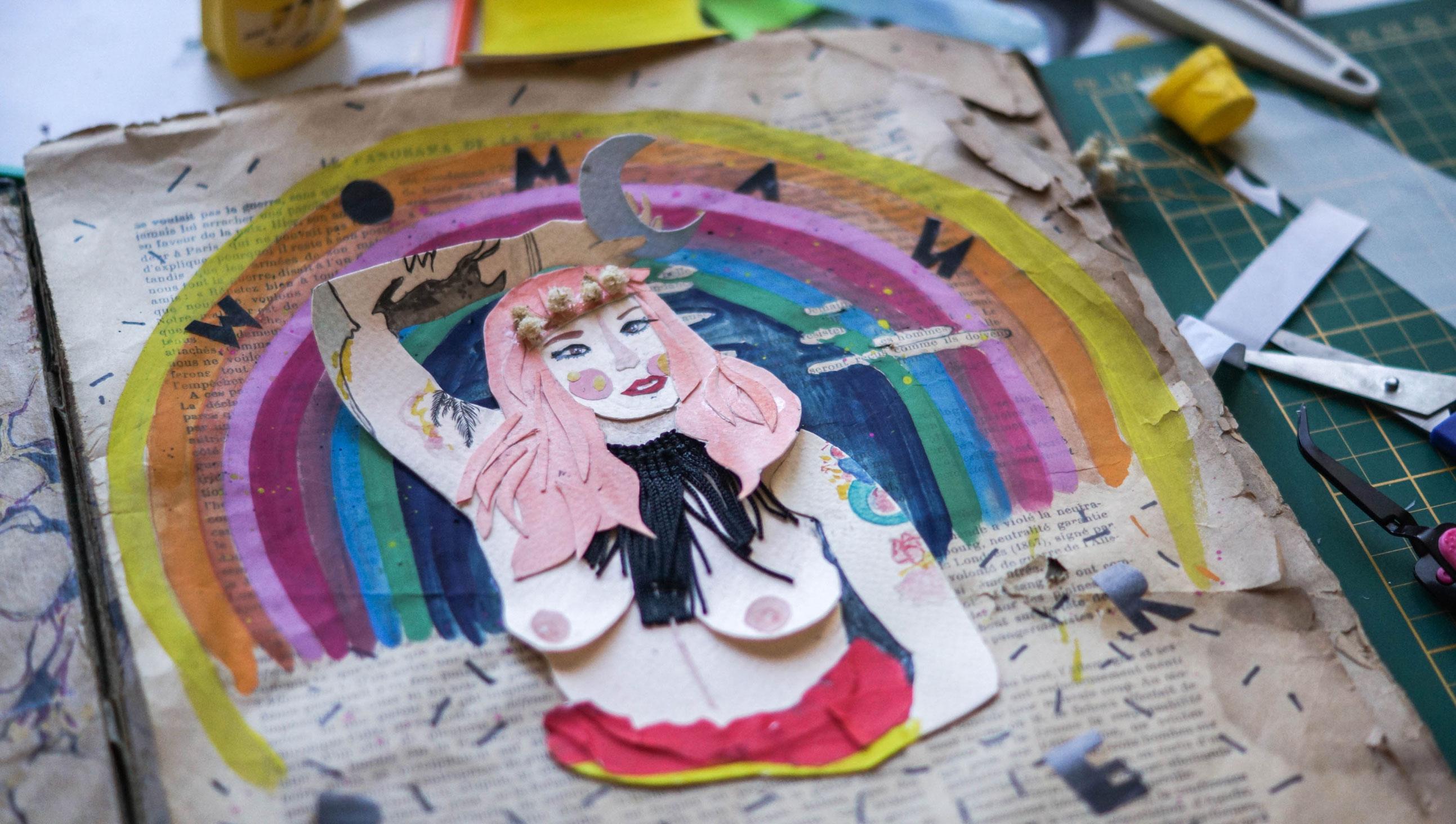 Autoportrait et bouts de papiers